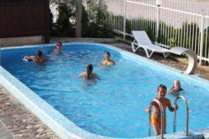 Бассейн для взрослых и детей отель Бавария Витязево